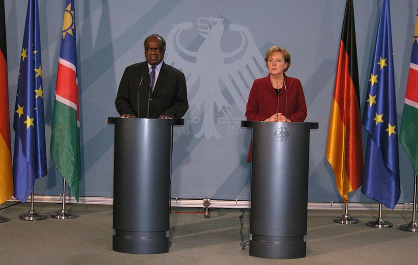 Präsident Hifikepunye Pohamba, hier beim Empfang durch Bundeskanzlerin Angela Merkel.