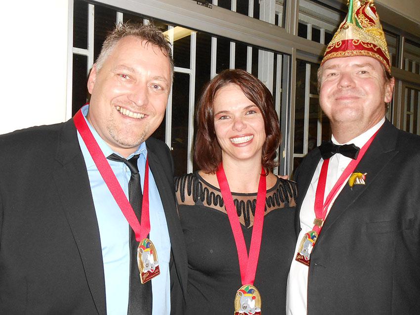Beim Prinzenball des Windhoeker Karnevals 2015 mit Frau Karin und dem damaligen Mitarbeiter von Namibia Media Holdings, Edgar Hälbich.