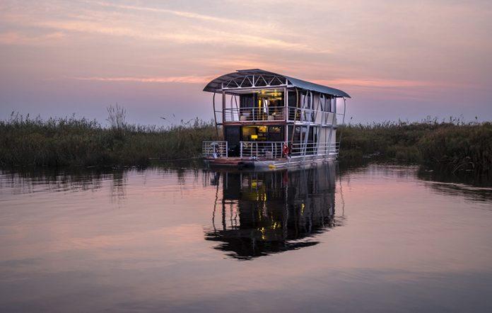 Namushasha River Villa, 5-Sterne-Hausboot in atemberaubender Landschaft.