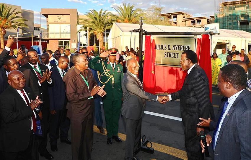 Stra▬5enumbenennung Windhoek