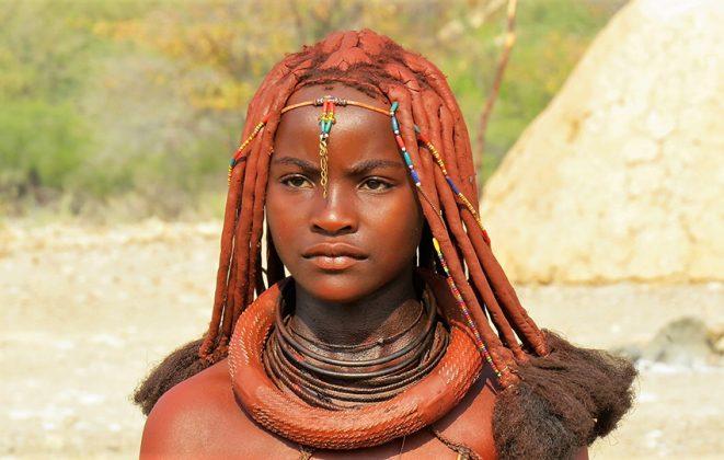 Junge Himba-Frau