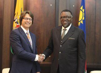 Präsident Geingob, Japie van Zyl