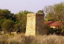 Steinfundament, Outjo, Namibia